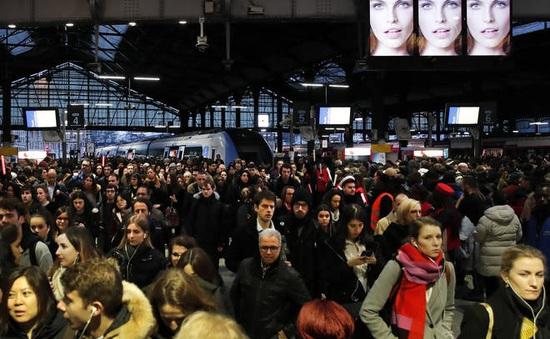 Giao thông tê liệt tại Paris do biểu tình kéo dài