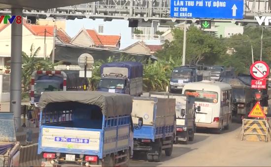 Ngày đầu tiên thu phí, BOT Quốc lộ 26 trên địa bàn tỉnh Khánh Hòa nhiều lần xả trạm