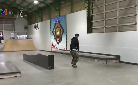 Thanh niên khiếm thị theo đuổi đam mê trượt ván