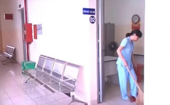 """""""Hô biến"""" nhân viên tạp vụ thành bác sĩ - Bộ Y tế chỉ đạo khẩn"""