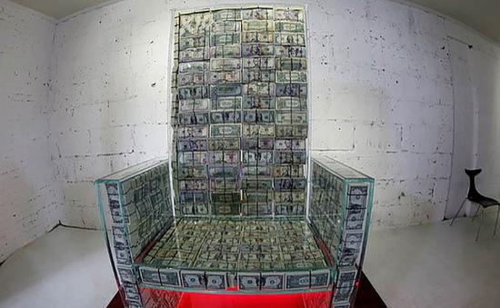 """Tỷ phú Nga chế """"ngai vàng"""" từ 1 triệu USD tiền mặt"""