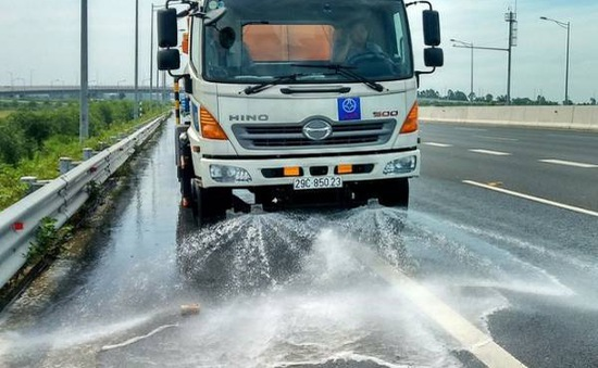 Hà Nội: Rửa, hút bụi các tuyến đường để giảm ô nhiễm