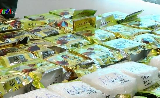 Malaysia bắt giữ ma túy giấu trong gói trà