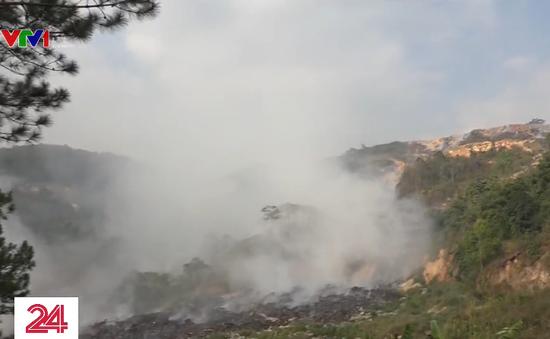 Đà Lạt ngột ngạt vì khói từ vụ cháy bãi rác Cam Ly
