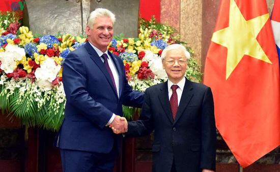 Lãnh đạo Việt Nam gửi điện mừng Quốc khánh Cuba