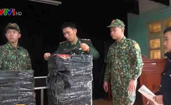 Bắt đối tượng vận chuyển 120kg pháo nổ qua biên giới tại Lạng Sơn