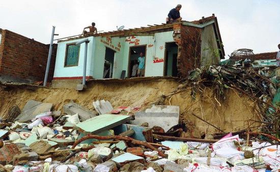 Phú Yên: Triều cường đánh sập 3 nhà dân đầu năm mới