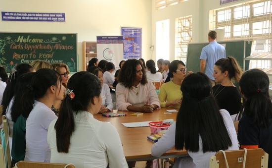 Cựu đệ nhất phu nhân Tổng thống Mỹ Michelle Obama thăm Trường THPT Cần Giuộc, Long An