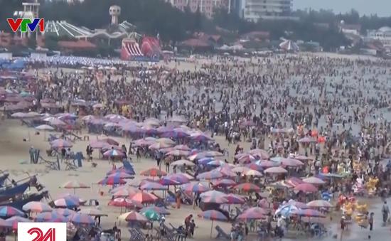 Bãi biển Vũng Tàu đông nghẹt du khách trong dịp Tết Nguyên đán