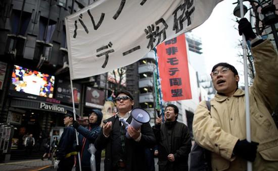 Nhóm thanh niên Nhật biểu tình đòi hủy bỏ ngày Valentine