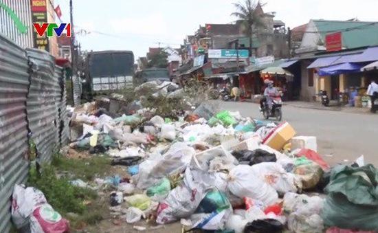 Hà Tĩnh: Rác chất thành đống dọc Quốc lộ 1