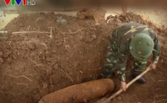 Xử lý quả bom nặng 113kg nằm sát nhà dân