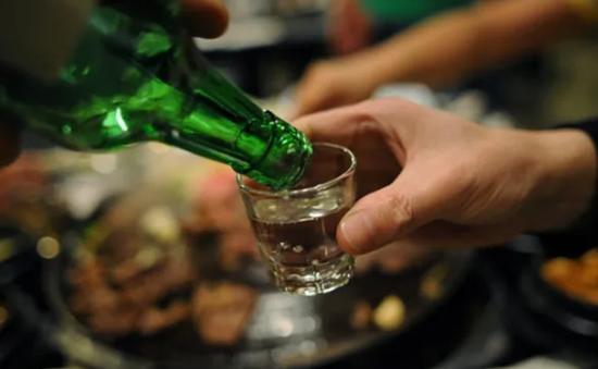 Người đàn ông ở TP.HCM tử vong vì ngộ độc rượu