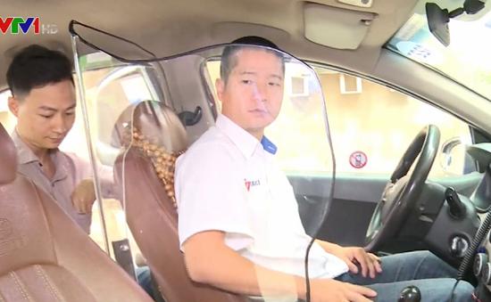 Cục Đăng kiểm phản hồi việc lái xe taxi tự lắp vách ngăn