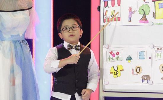"""""""Thần đồng ngôn ngữ"""" 8 tuổi gây kinh ngạc khi tiết lộ học tiếng Anh chỉ qua kênh YouTube"""