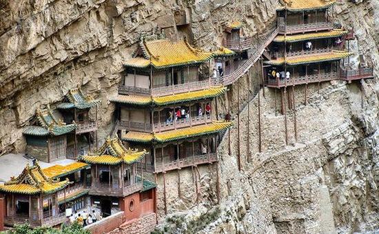Bí ẩn về ngôi chùa 1.500 năm tuổi nằm chênh vênh giữa hẻm núi dựng đứng