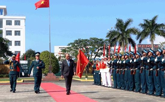 Thủ tướng kiểm tra công tác sẵn sàng chiến đấu của không quân