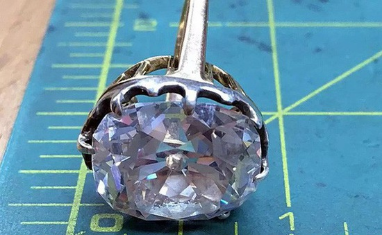 Anh: Người phụ nữ trở thành tỷ phú nhờ chiếc nhẫn mua 33 năm trước