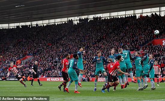 """VIDEO Southampton 2-1 Tottenham: Gà trống bị """"làm lông"""""""