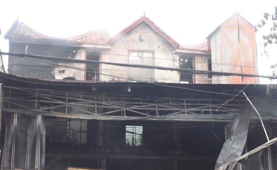 Hà Tĩnh: 6 người thoát nạn trong vụ cháy gara ô tô