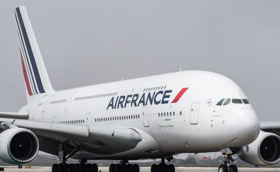 Máy bay Air France hạ cánh khẩn cấp do trục trặc động cơ