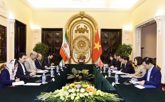 Việt Nam coi trọng củng cố và phát triển quan hệ hữu nghị, hợp tác nhiều mặt với Iran