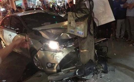 Ô tô mất lái gây tai nạn khiến 2 người thương vong