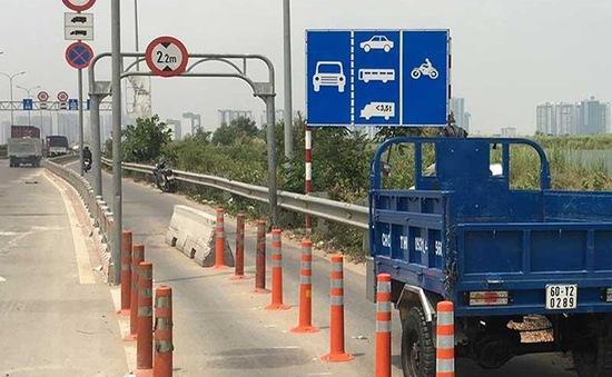 Gỡ dải phân cách bê tông sau tai nạn trên cao tốc TP.HCM - Long Thành