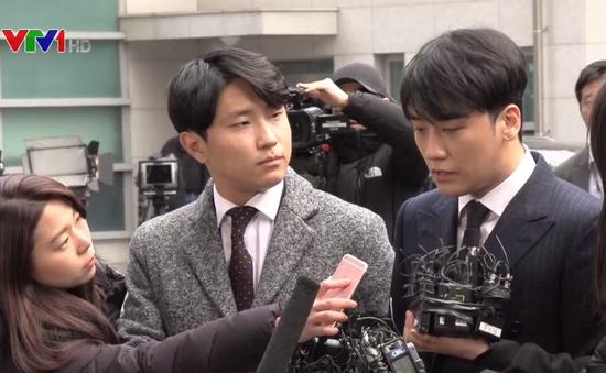 Seungri cúi đầu xin lỗi tại sở cảnh sát sau cáo buộc tình dục