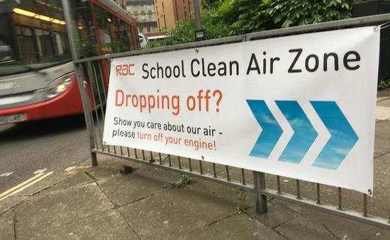 Các trường học tại Anh phải cách xa đường giao thông để tránh các bệnh hô hấp
