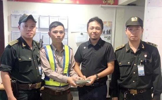 Trả lại hành khách gần 700 triệu đồng tại sân bay Đà Nẵng