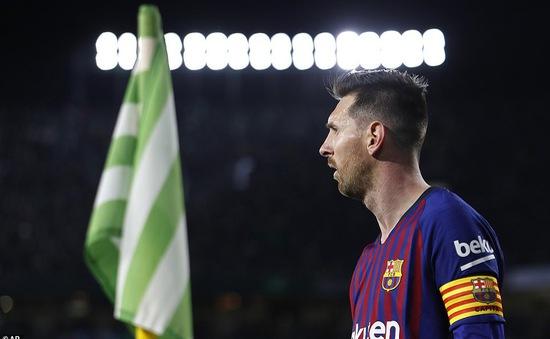 """CĐV Real Betis tán thưởng Messi """"phi thường"""" sau cú hat-trick """"siêu phàm"""""""