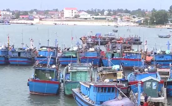 Hà Tĩnh: Hàng trăm tỷ đồng nạo vét cảng, tàu cá vẫn mắc cạn