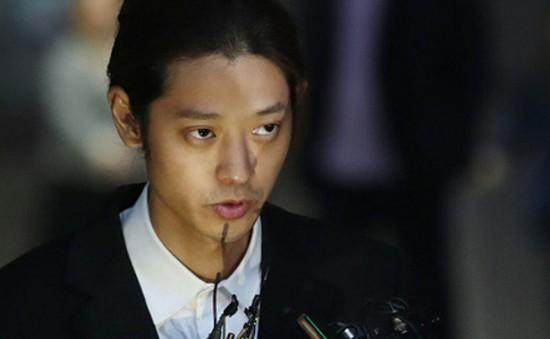 Jung Joon Young cúi đầu xin lỗi khi nhận lệnh bắt giữ