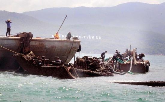Trục vớt và thanh thải tàu hàng mắc cạn hơn 1 năm ở Khánh Hòa