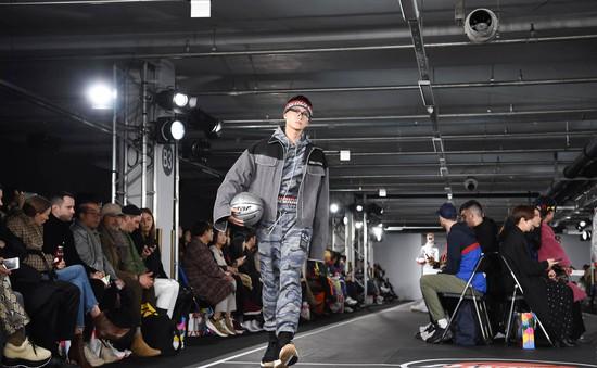Quán quân The Face Vietnam 2018 tự tin sải bước tại Seoul Fashion Week