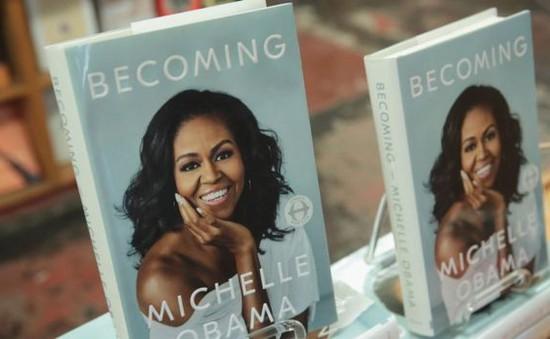 """Hồi ký """"Becoming"""" của Michelle Obama bán đươc 10 triệu bản trong vòng 5 tháng"""