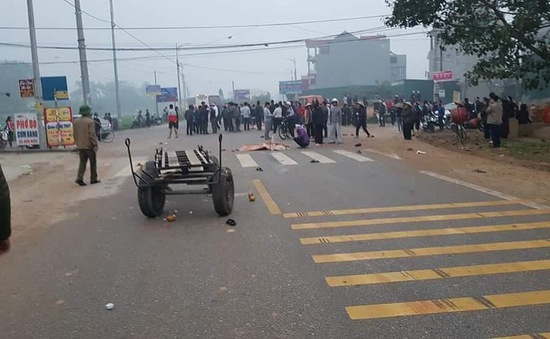 Xe khách tông vào xe đưa tang làm hơn 10 người thương vong