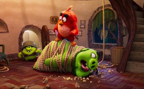 """Chim và Heo lập liên minh chống kẻ thù trong """"Angry Birds 2"""""""