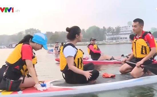 Trải nghiệm lướt ván đứng trên sông Hương