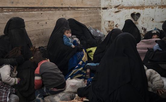 Những dân thường Syria cuối cùng được sơ tán khỏi thành trì của IS