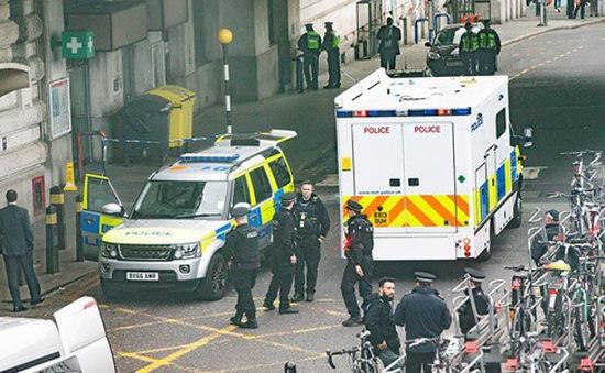Sân bay và nhà ga London nhận bom thư