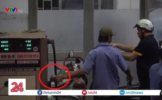"""Sau phóng sự điều tra của VTV24, cây xăng 199 Minh Khai bị kiểm tra, nhân viên thừa nhận """"vô tình gian lận"""""""