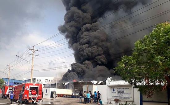 Cháy lớn trong khu công nghiệp Sóng Thần 2