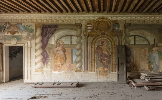 Những bức bích họa bị bỏ rơi của giới thượng lưu xưa tại châu Âu