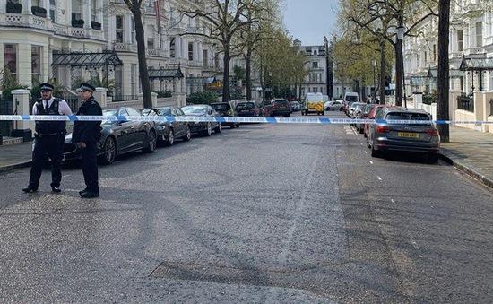 Anh bắt giữ đối tượng lao xe vào Đại sứ quán Ukraine tại London