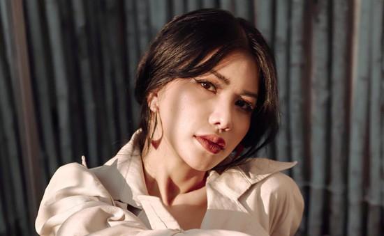 """Hoa hậu Loan Vương """"quyến rũ chết người"""" trong bộ ảnh mới"""