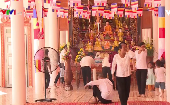 Đồng bào Khmer đón Tết Chôl Chnăm Thmây