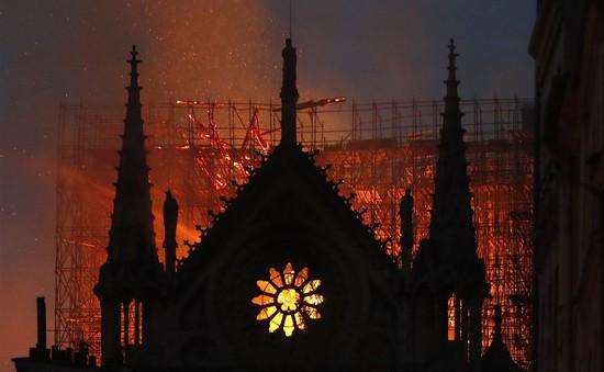 Người dân Pháp xích lại gần nhau hơn trước tổn thất  cháy nhà thờ Đức Bà