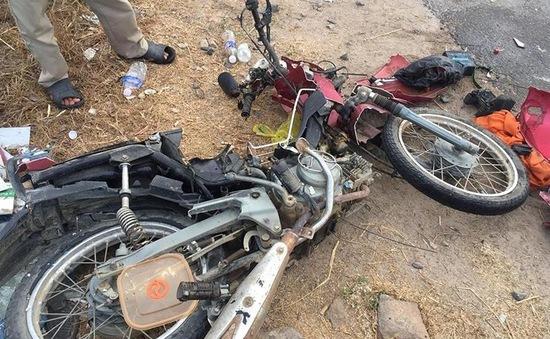 Xe khách tông xe máy, 2 vợ chồng tử vong tại chỗ